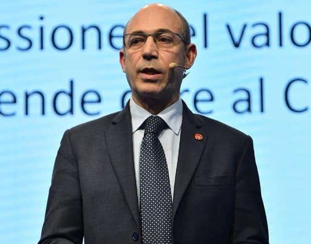 Carlo Dugo parla in pubblico